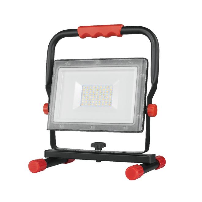 Lampe de travail DEL enfichable portative au profil mince Globe, 2500 lumens, rouge et noir