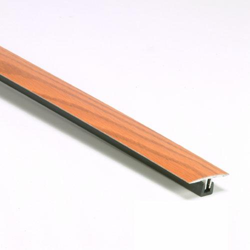 Joint liant aluminium et chêne