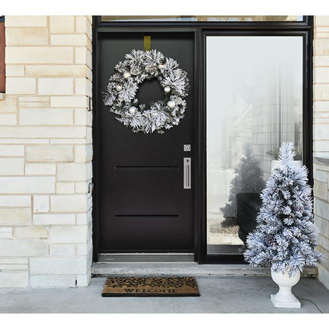 """Silver Wreath - 30"""""""