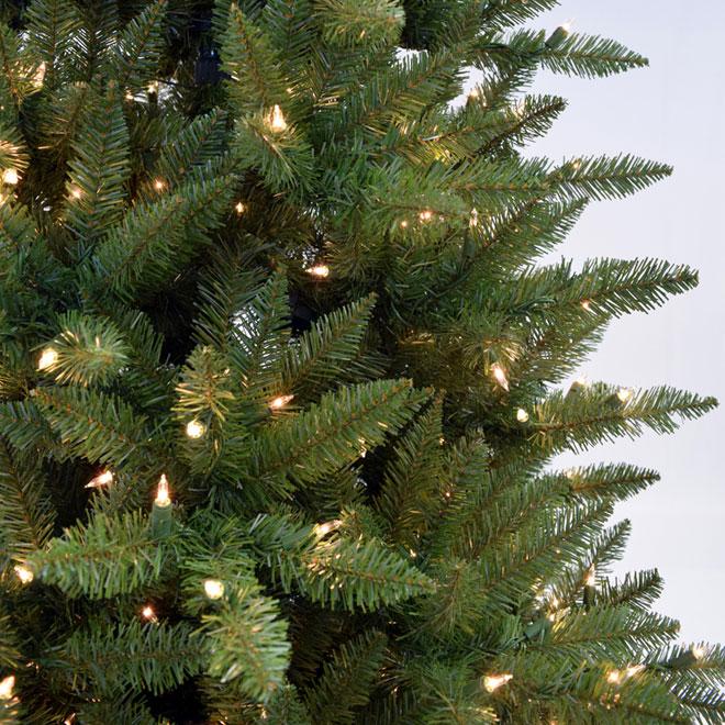 Pre-Lit Christmas Tree - 800 Lights - 1787 Tips - 7.5'