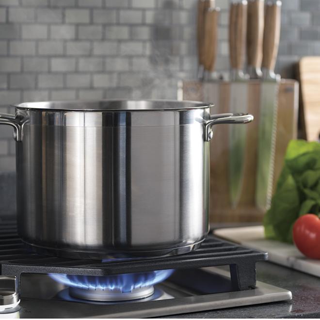 """Surface de cuisson GE Profile(MC) au gaz, 5 brûleurs, 30"""", inox"""