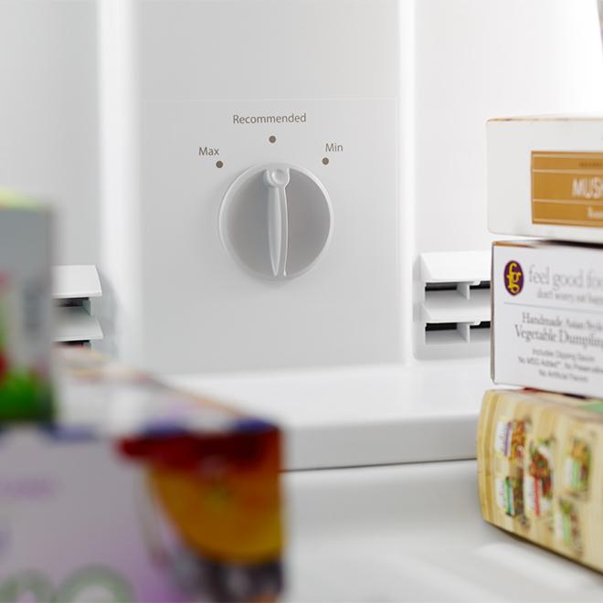 "Top-Freezer Refrigerator - 28"" - 14.3 cu. ft. - White"