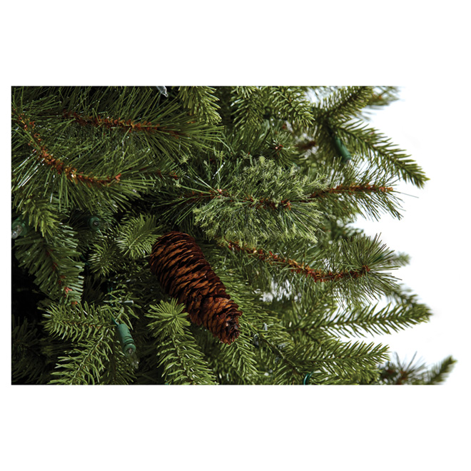Pre-Lit Hayden Christmas Tree - 7'5 - 900 Lights