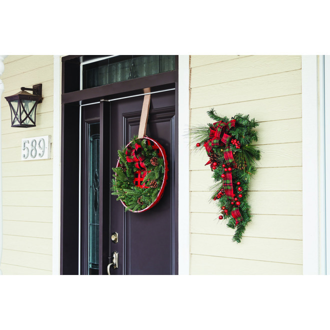 Holiday Living Lighted Wreath in Basket - LED - 21-in - Plastic/Pinecone - Red/Green
