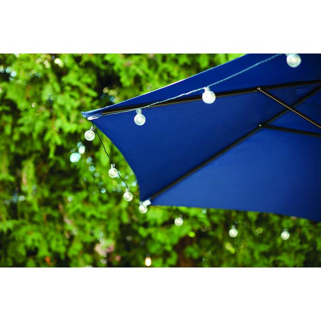 Parasol de marché Style Selections, 7,5 pi x 7,5 pi, acier et tissu, bleu