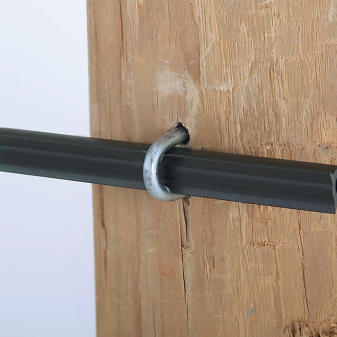 Isolateurs tubes pour clôture électrique, poteau de bois