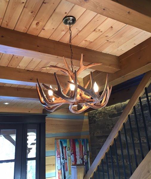 Chandelier en faux bois Whitetail, 6 lumières, brun