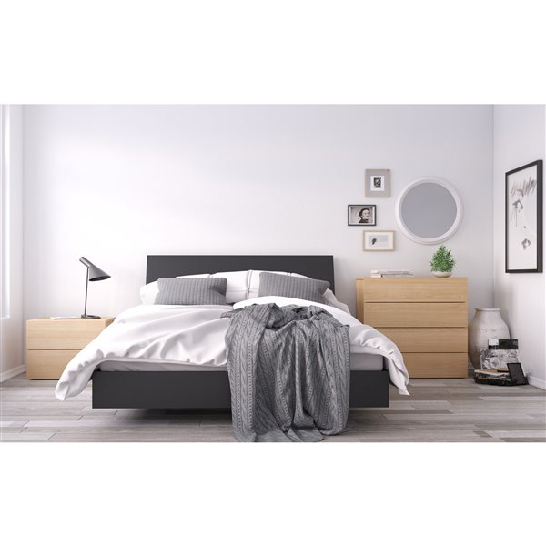 Nexera Black 81.75-in x 61.25-in Queen Size Platform Bed