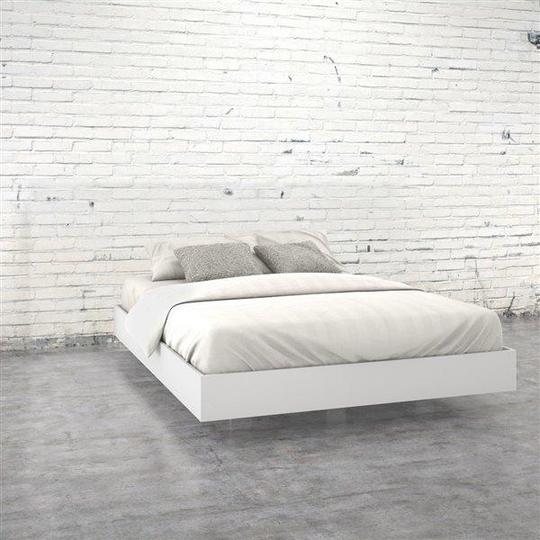 Nexera White 81.75-in x 61.25-in Queen Size Platform Bed