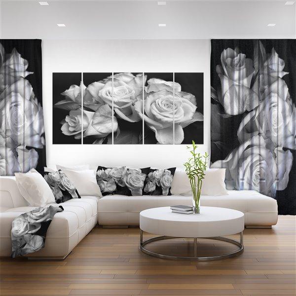 """Tableau, roses en noir et blanc, 28"""" x 60"""", 5 panneaux"""