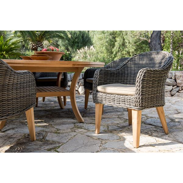 Scancom Guam 7-Piece Round Table Outdoor Dining Set