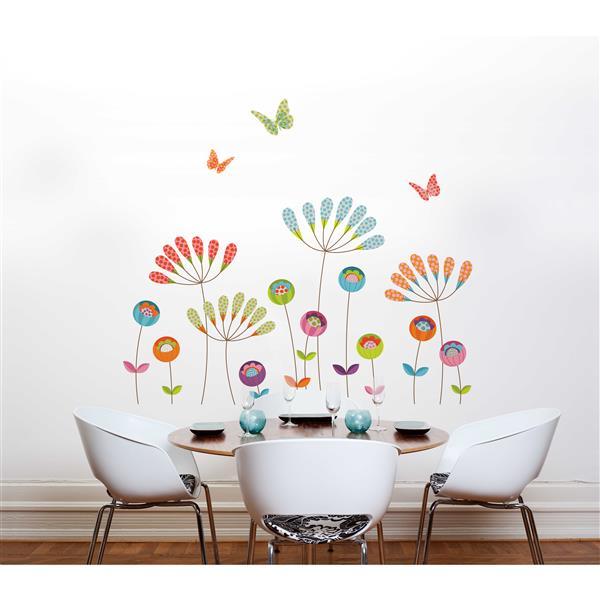 Appliqué mural, pompons, 6,2' x 5,4'