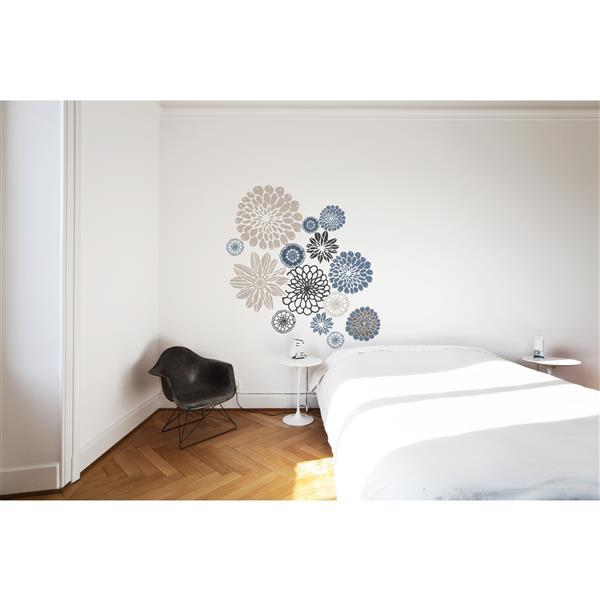 Appliqué mural, envolée florale, 4,2' x 4,4'