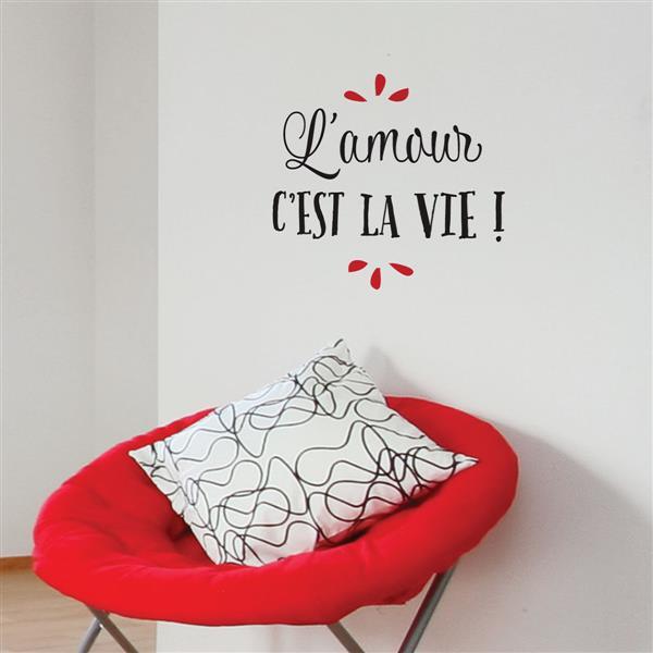 """Appliqué mural, """"L'amour c'est la vie"""", 1,3' x 1,5'"""