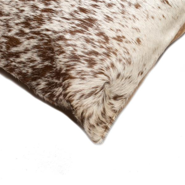 Natural by Lifestyle Brands 18-in Chocolate and White Kobe Cowhide Pillow (2 Pack)