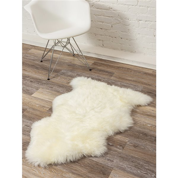 Natural by Lifestyle Brands 2-ft x 3-ft Natural New Zealand Single Sheepskin Rug