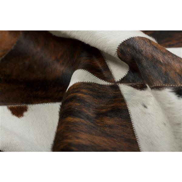 Natural by Lifestyle Brands 3-ft x 6-ft Natural/Chocolate Round Runner Stitch Cowhide Rug