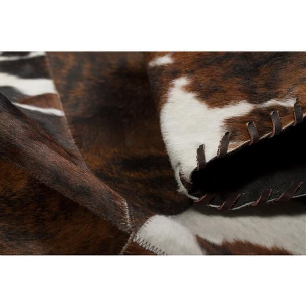 Natural by Lifestyle Brands 2-ft x 6-ft Natural/Chocolate Round Runner Stitch Cowhide Rug