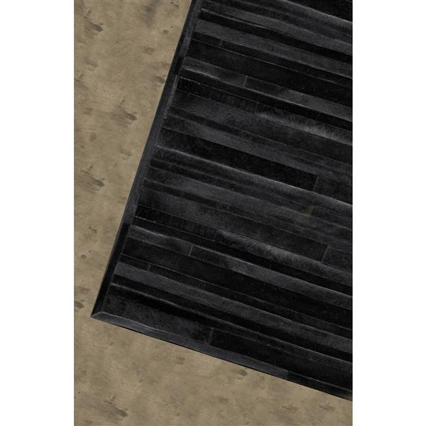 Natural by Lifestyle Brands 5-ft x 8-ft Black Linear Cowhide Area Rug