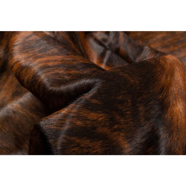 Natural by Lifestyle Brands 6-ft x 7-ft Dark Brindle Exotic Cowhide Area Rug