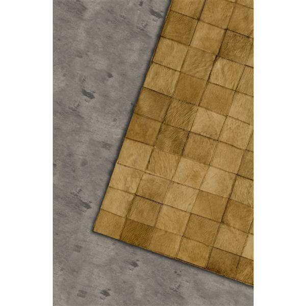 Natural by Lifestyle Brands 5-Ft x 8-Ft Tan Barcelona Cowhide Rug