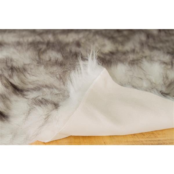 LUXE Hudson Faux Sheepskin 2-ft x 3-ft Gradient Grey Indoor Area Rug