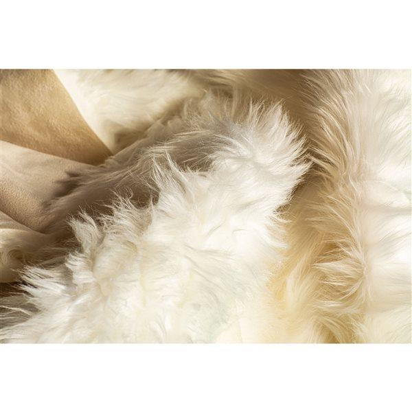 LUXE Gordon Faux Sheepskin 6-ft x 6-ft Cream Area Rug