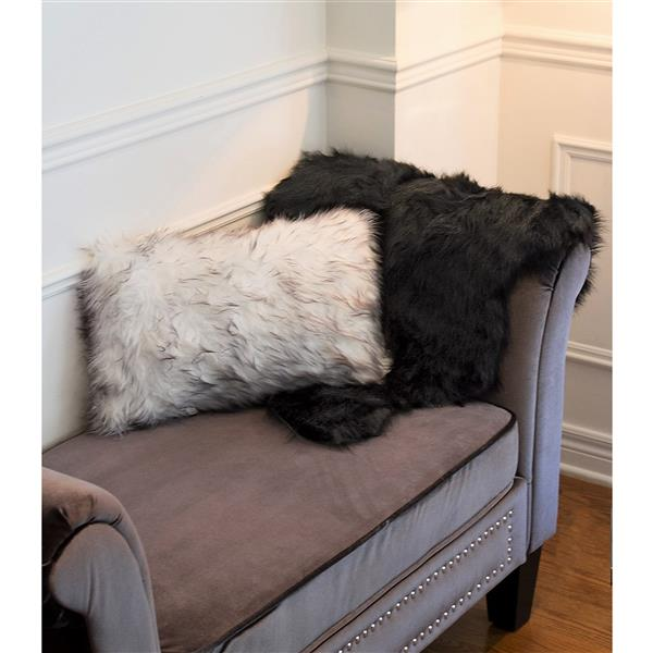 LUXE Gordon Faux Sheepskin 2-ft x 3-ft Black Area Rug