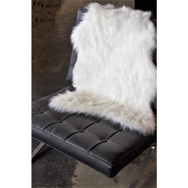 LUXE Gordon Faux Sheepskin 2-ft x 3-ft Cream Area Rug