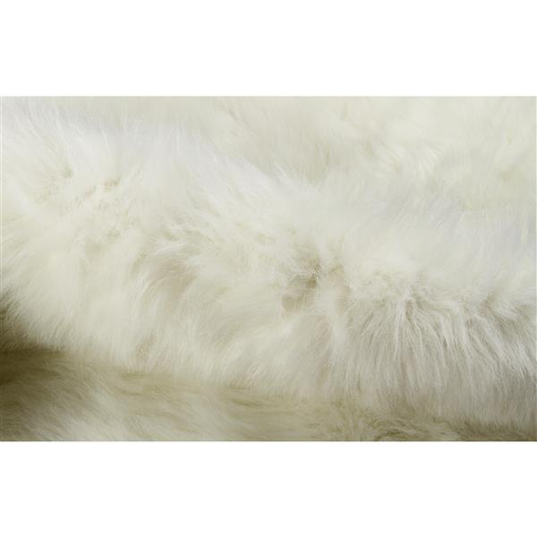 LUXE Faux Hide 5-ft x 7-ft Cream Polar Bear Indoor Area Rug