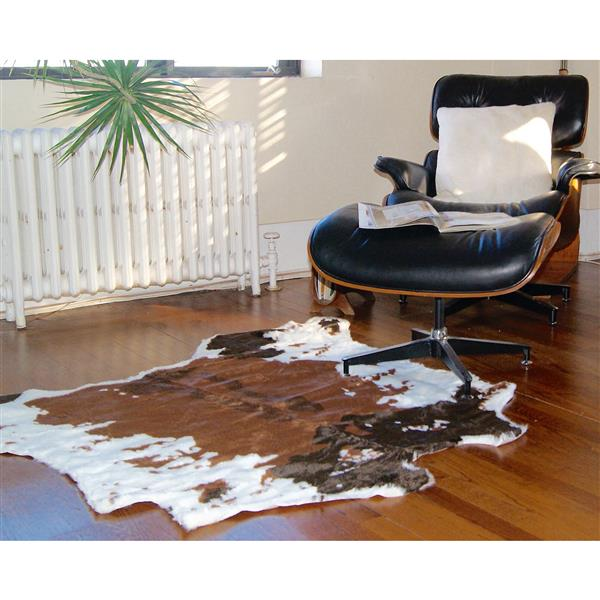LUXE Faux Hide 4-ft x 5-ft Chocolate & White Cow Indoor Area Rug
