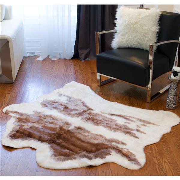 LUXE Faux Hide 4-ft x 5-ft Brown & White Cow Indoor Area Rug