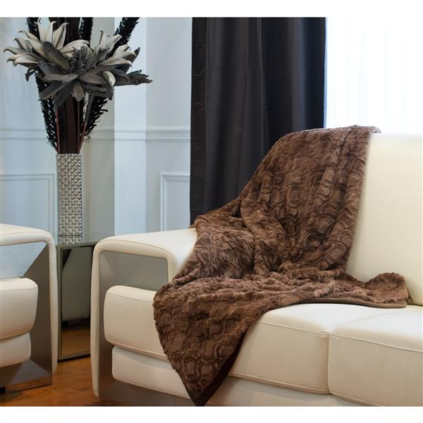LUXE Modern Traditional 50-in x 70-in Brown Mink Faux Fur Throw