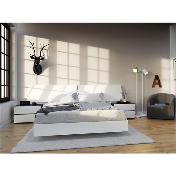 Nexera Acapella 4 Piece White and Ebony Queen Bedroom Set