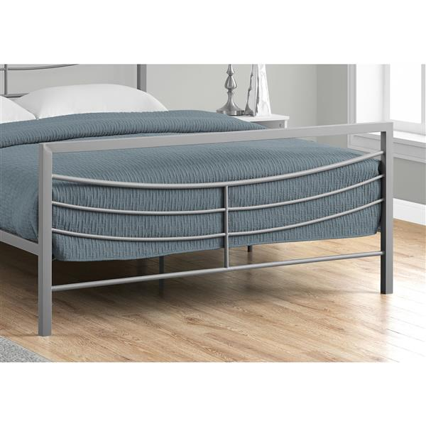 Monarch  Queen Bed 83.25-in x 62.75-in Silver Metal Frame