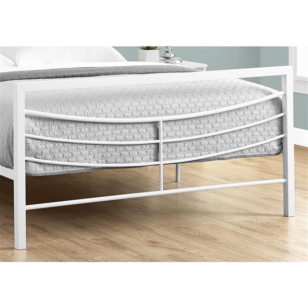 Monarch  White 56.50-in x 78.25-in Full Bed