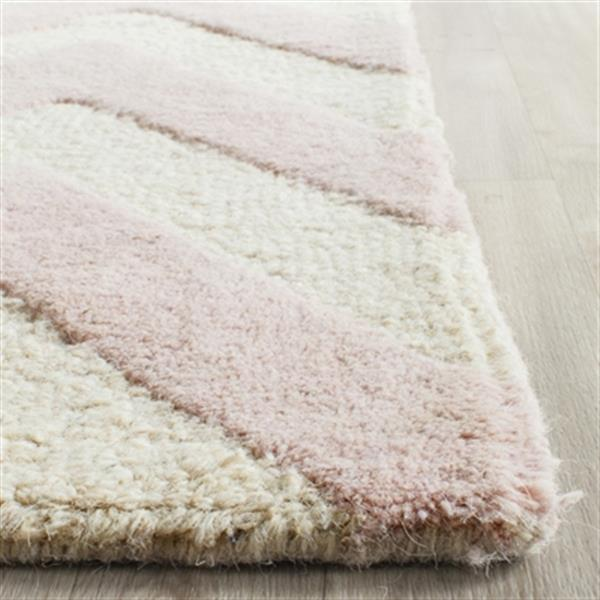 Safavieh Cambridge 5-ft x 8-ft Light Pink and Ivory Area Rug