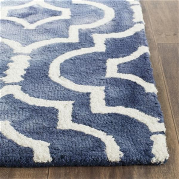 Safavieh Dip Dye 5-ft x 8-ft Hand-Tufted Wool Navy and Ivory Area Rug