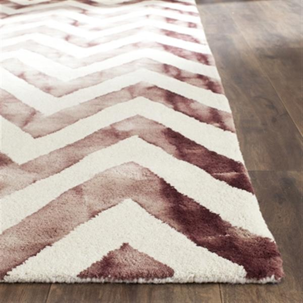 Safavieh Dip Dye 5-ft x 8-ft Hand-Tufted Wool Ivory and Maroon Area Rug