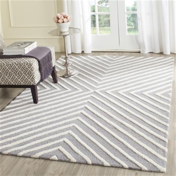 Safavieh Cambridge 3-ft x 10-ft Silver and Ivory Rectangular Chevron Area Rug