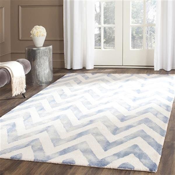 Safavieh Dip Dye 4-ft x 6-ft  Chevron Hand-Tufted Wool Ivory and Blue Area Rug