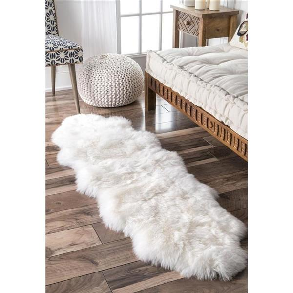 nuLOOM Due Sheepskin 2-ft x 6-ft White Handcrafted Area Rug