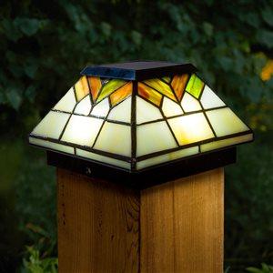 Capuchon de poteau solaire Wellington, vitrail