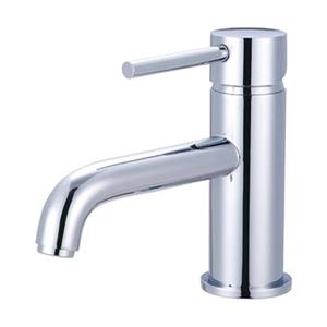 Pioneer Ind. Motegi Polished Chrome Single Handle Single Hole Faucet