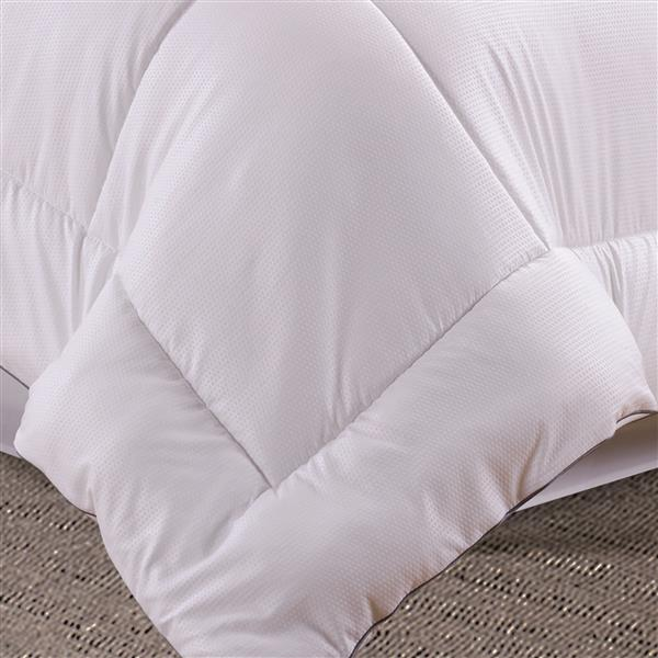 Millano Collection White Polyester 3 Piece Double Quilt Set