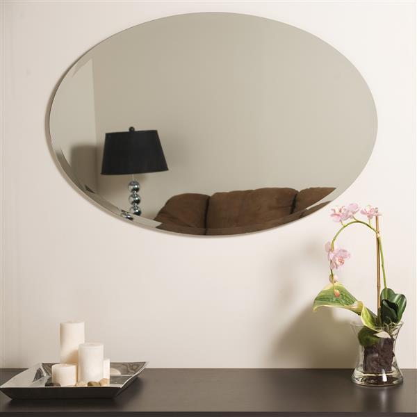 Decor Wonderland Helme 24-in Oval Mirror