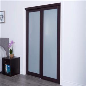 Porte coulissante en verre givré, encadrement brun foncé