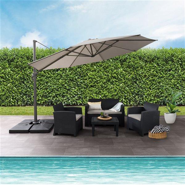 Parasol excentré gris sable de luxe pour la terrasse