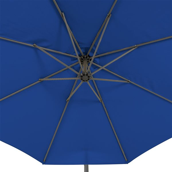 Parasol excentré bleu cobalt pour la terrasse