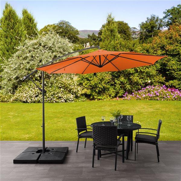 Parasol excentré orange pour la terrasse